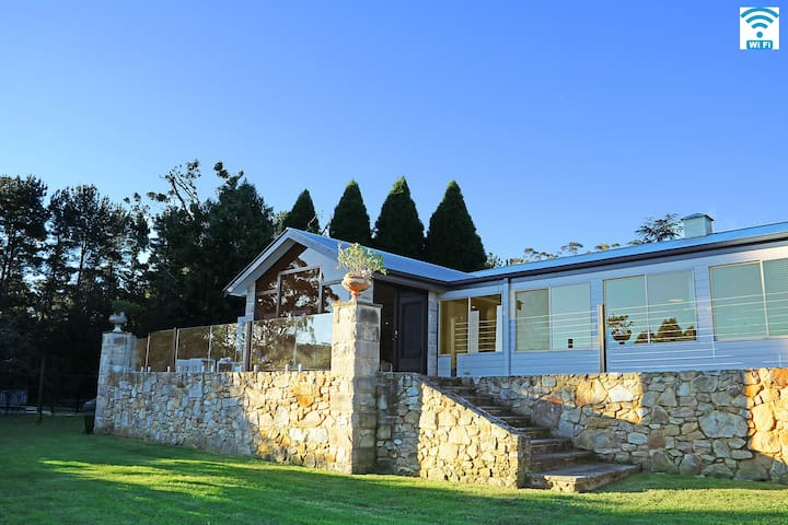 The Highland House - abundance of space and style - Colo Vale - House