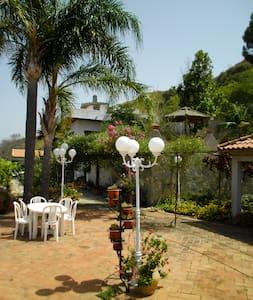 Villa adatta a famiglia o gruppi - Messina