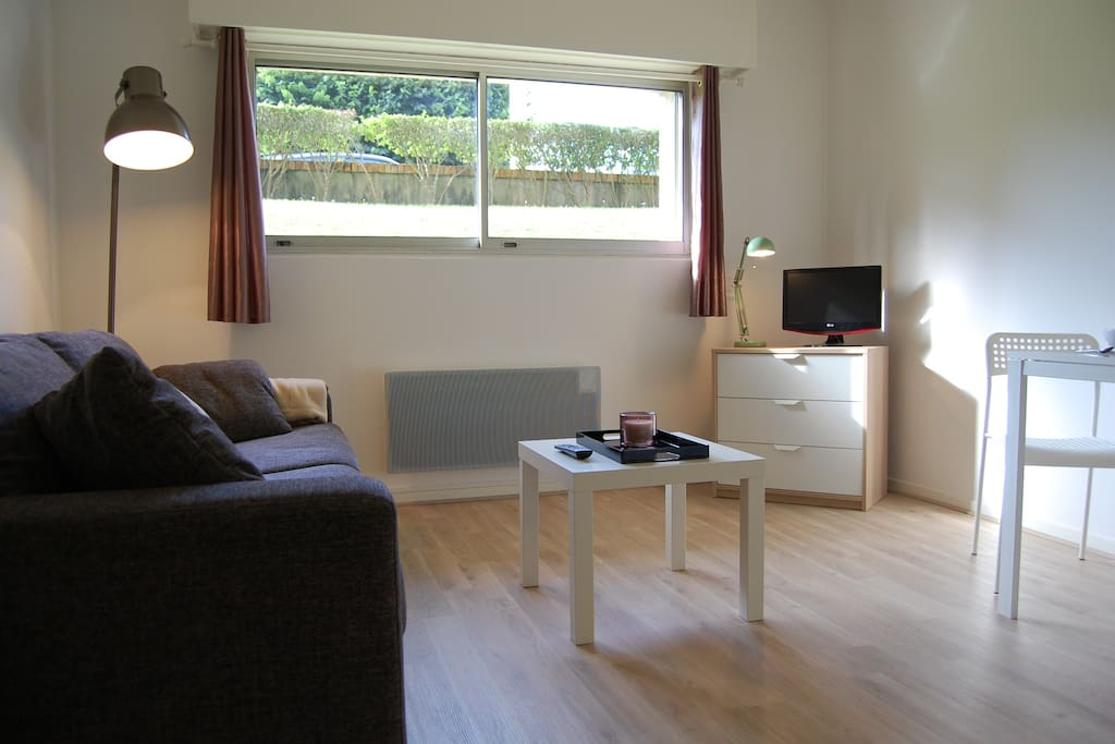 deauville centre 5 mn walk from beach apartments for rent in deauville normandie france. Black Bedroom Furniture Sets. Home Design Ideas