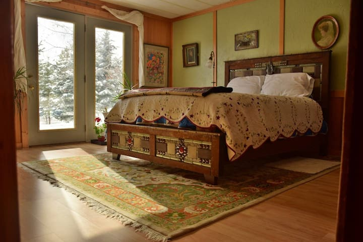 Rustic Bedroom on the Payette River at Roads End
