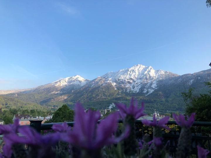 Gemütliche Ferienwohnung mit freiem Bergblick