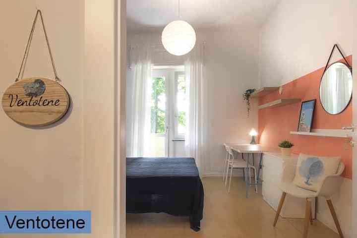 Ventotene: Camera matrimoniale in casa condivisa