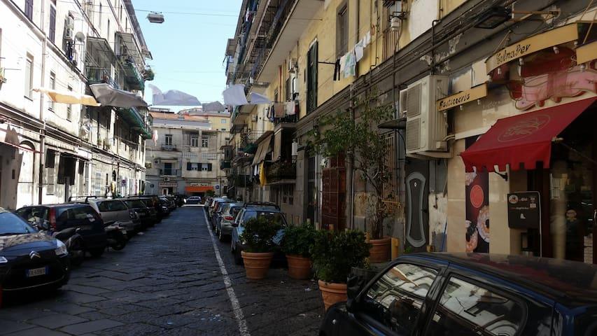 Appartamemtino centro storico flats for rent in napoli for Airbnb napoli