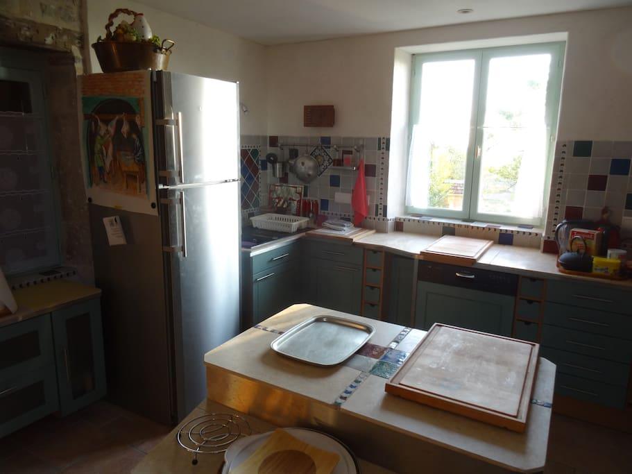 Kitchen (working side). Cuisine, côté travail