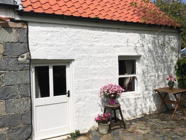 Paradis Cottage - Vale Parish - Guernsey