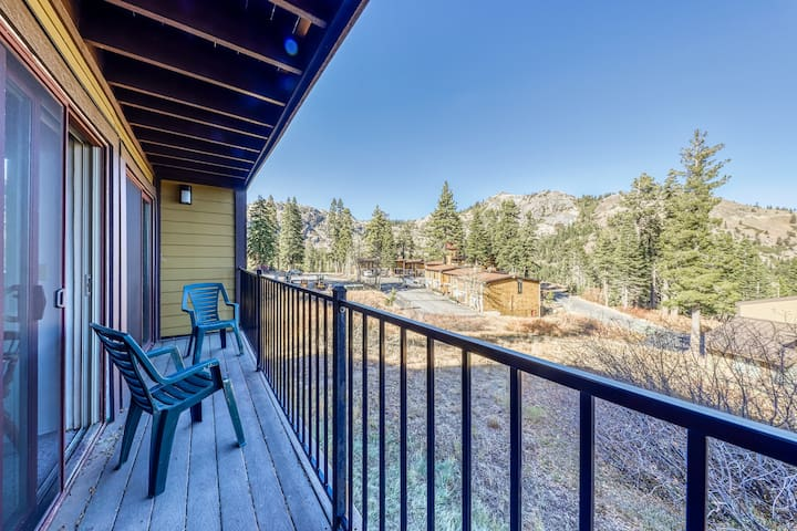 Charming condo with mountain views, less than mile from Alpine Meadows