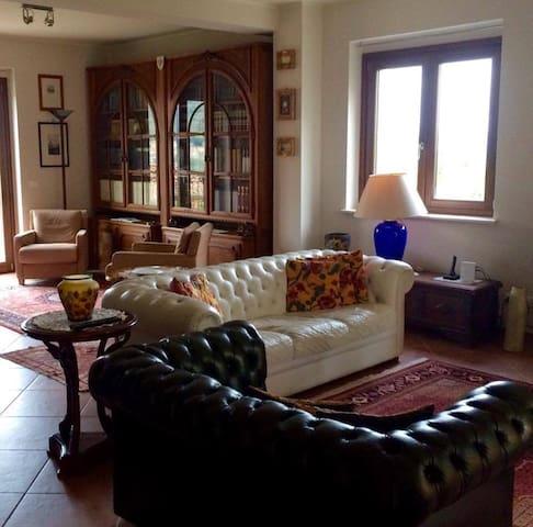 Meraviglioso appartamento in villa in campagna - Scoppito - Gjeste suite