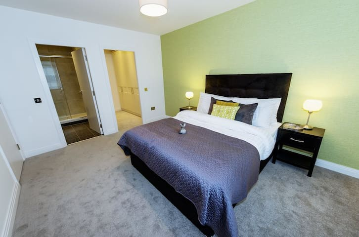 Very comfortable large ensuite room - Lucan