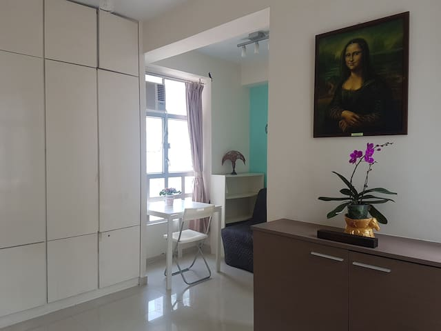 Bright and cozy apartment in Wan Chai