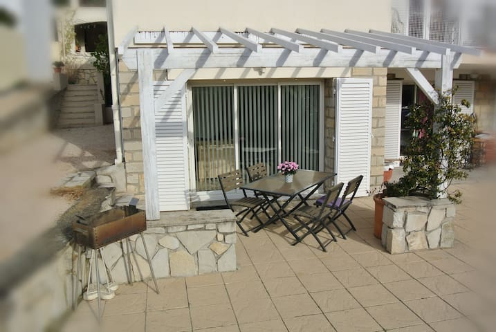 Modern apartment close to Cassis and its Calanques