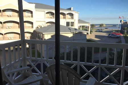 Seawall Condo Overlooking Gulf - Galveston - Kondominium