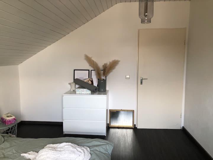 Große helle Wohnung in Wolfartsweier