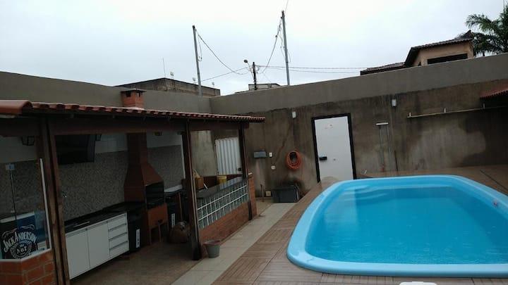 Linda casa duplex com piscina em Riviera da Barra