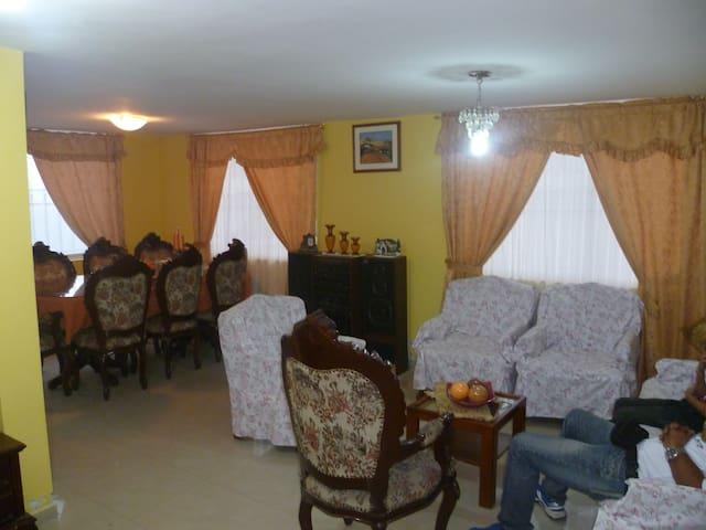 Hermosa casa de descanso - Ibarra - Huis
