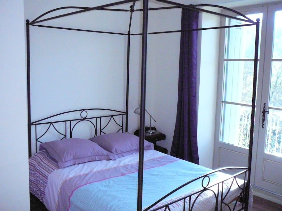 Belle chambre dans une rue calme houses for rent in les for Housse de couette translation