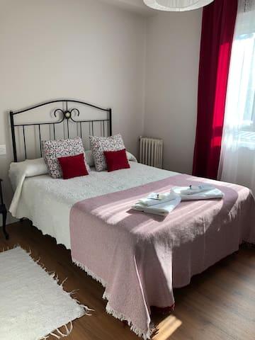 Habitación cama doble, Baño compartido.