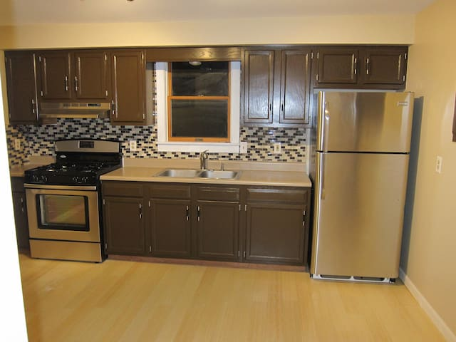 Nice, pet-friendly 100% gutted & remodeled Top Fl - Elmira - Appartamento