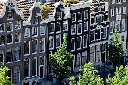 Beautiful private room near Amsterdam-Center - Amsterdam Zuidoost - Wohnung
