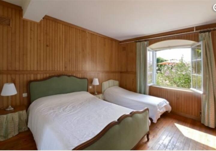 Chambres 2 lits/3 personnes/poss. lit 1 bébé