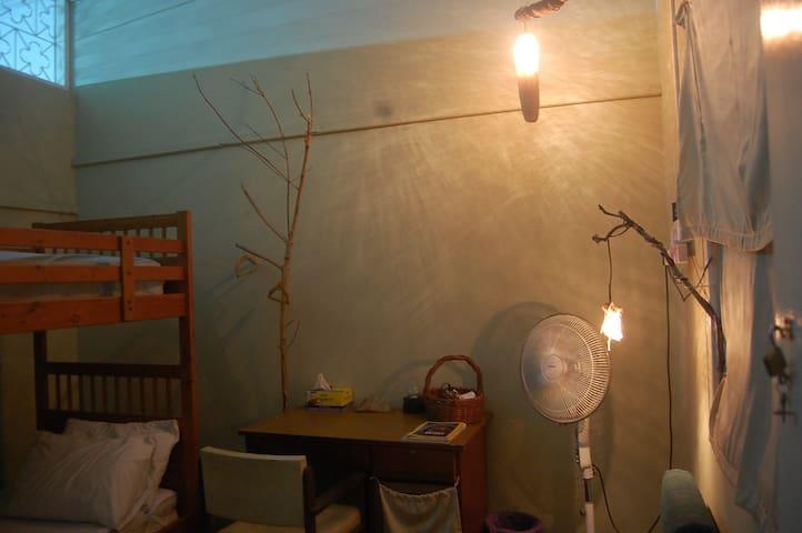 南洋风新村小房间~ 两个单人床房(上下铺)
