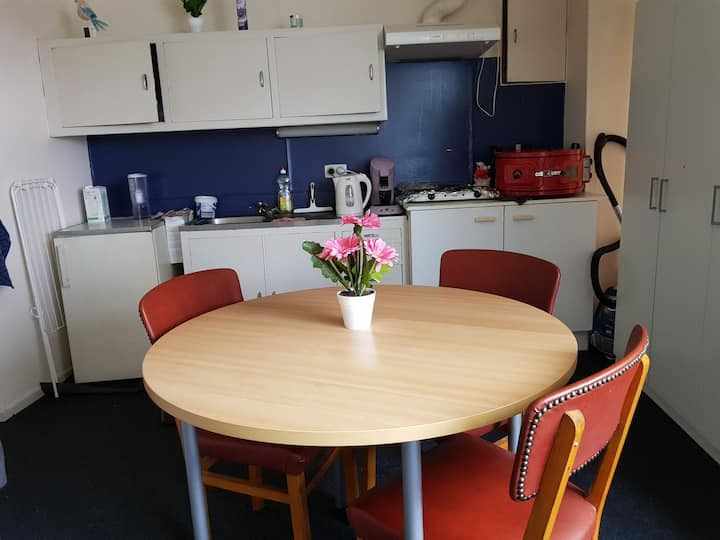 Cozy Flat and Near to Main Leuven Station .