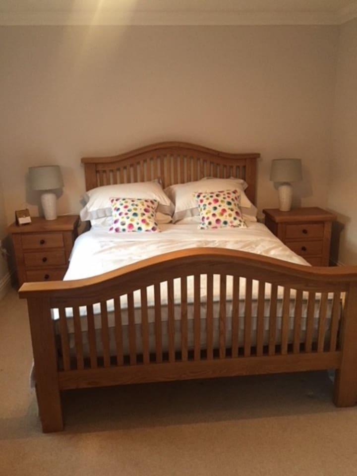 Solid Oak Kingsize Bed