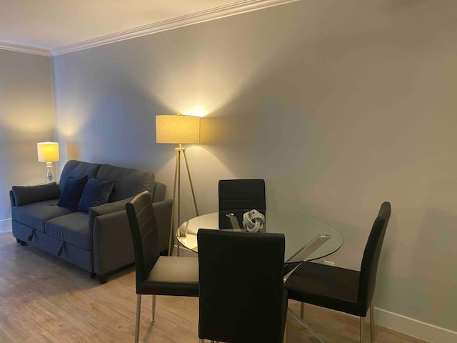 BEST 2BD 1BA IN HEART OF HOLLYWOOD+FREE PARKING