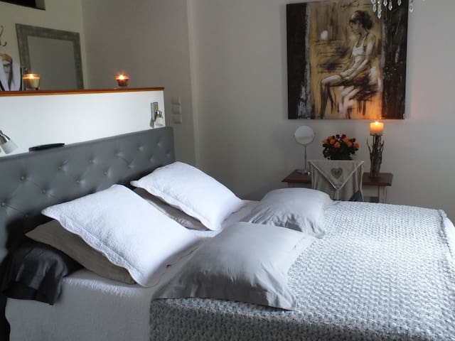 LE COUVENT - Chambre PARIS - Montsoué - Bed & Breakfast