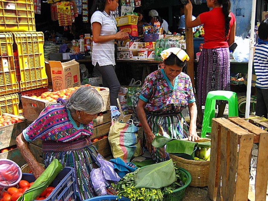 Mujeres con Traje tipico de San Martin Jilotepeque