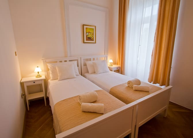 Golden Rooms | Charlotte - Trieste - Bed & Breakfast
