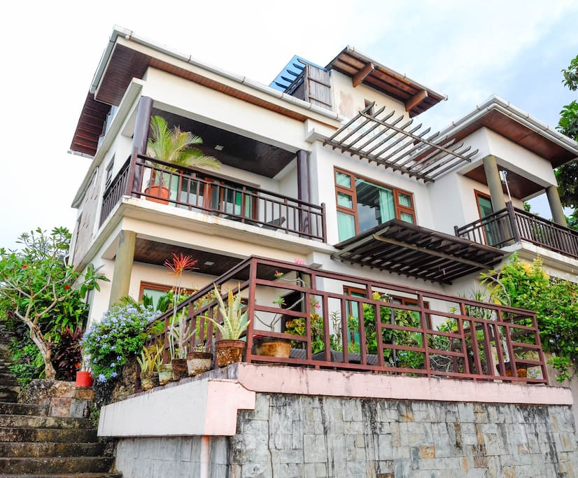 The Three storey villa in a quiet tranquil place of Boracay. Mount Luho view point area.