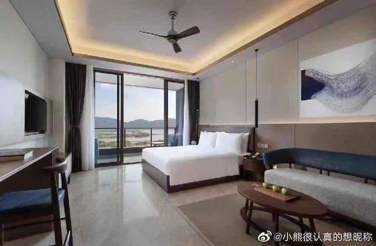 三亚悦澜湾绿地铂瑞酒店 超低价五星级 交通便利,设施全新,双床房大床房均可。室外超大泳池