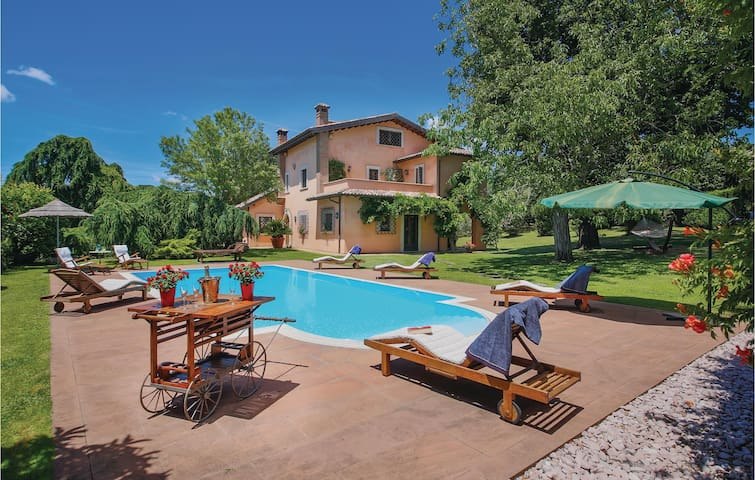 Holiday cottage with 4 bedrooms on 200 m² in Corchiano