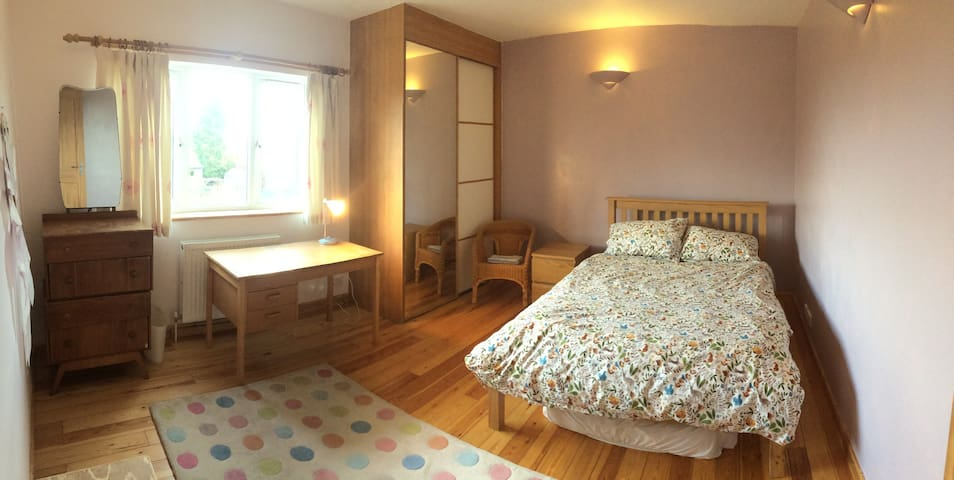 Private room in family home near Addenbrookes