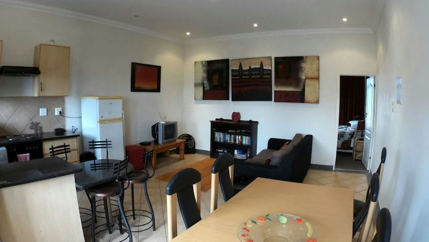 Comfortable, Convenient Umhlanga Apartment