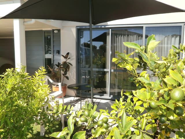 Pohutukawa Beach Holiday Home