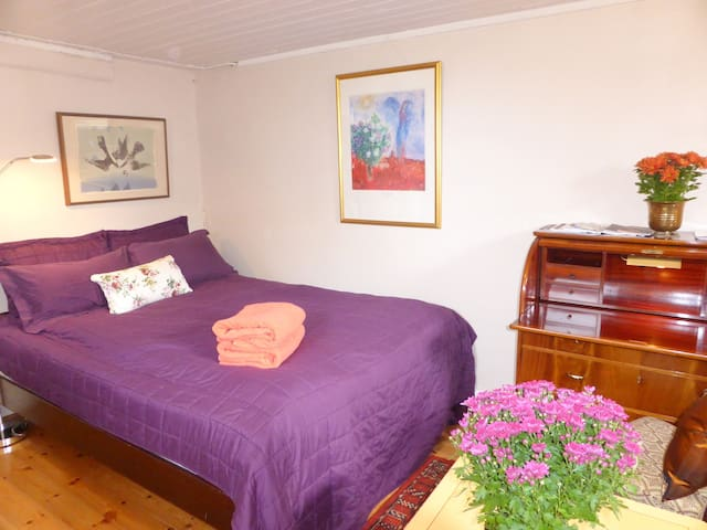 Private room/small kitchen&bathroom/free parking