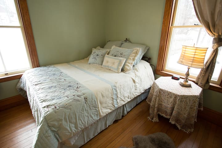 Heartwood Farmhouse Private Rm #1 - Bethel - Hus