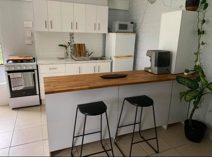 1 Bedroom, Self contained unit - Townsville