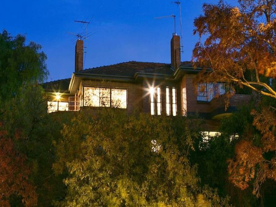 Built in 1928 on an imposing rock ledge which enables this top floor heritage listed apartment to towering over high above the Yarra River