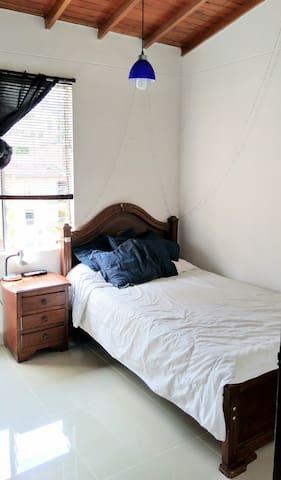 Quiet room in safe community Medellin - Envigado - Envigado - Apartamento