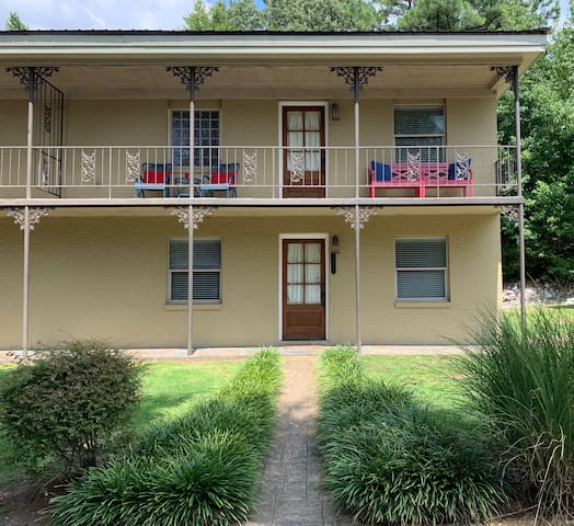 Southern Charming 3 Bed 3 Bath  close to campus!