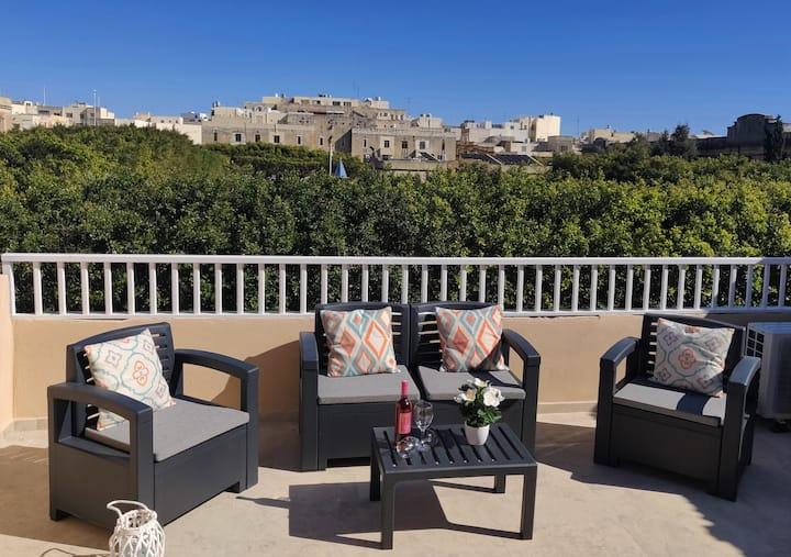 Modern /Large Terraced Studio - Garden Views