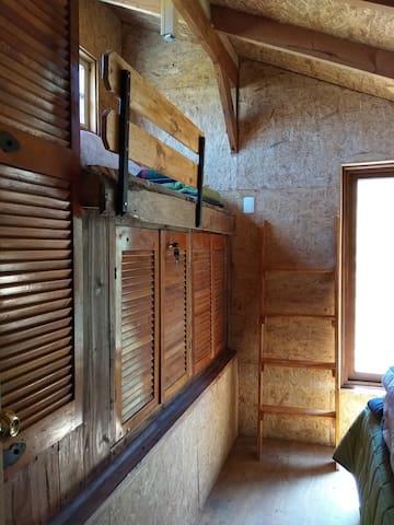 Habitación Yal. Capacidad 3 personas