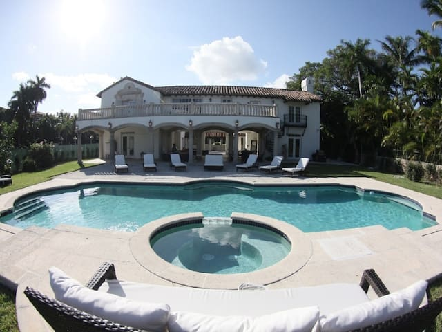 Villa with 12 bedrooms in South Beach! - Miami Beach - Villa