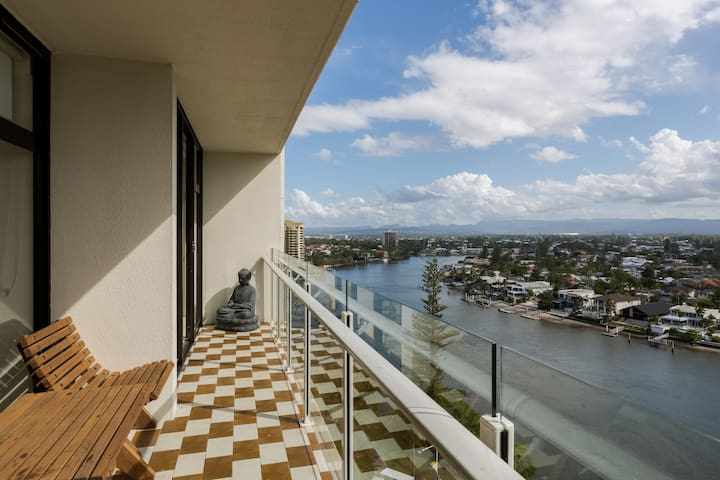 Resort Style  spacious Apartment !! - Surfers Paradise - Huoneisto