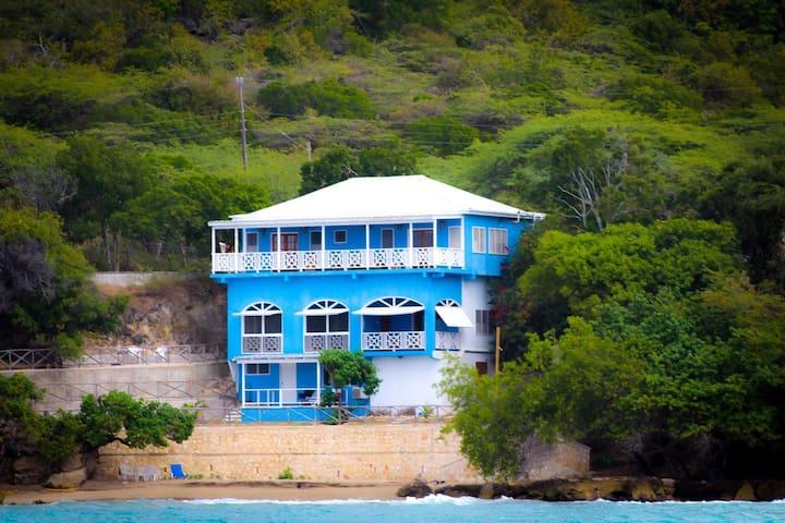 CLIFFSIDE COVE - Modern Villa On Private Beach