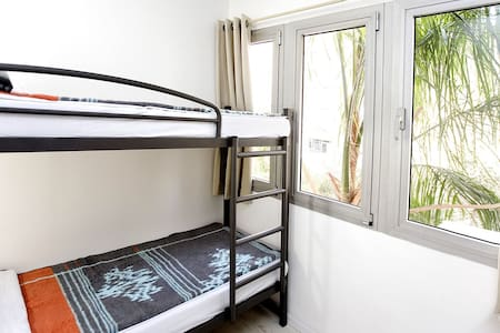 4 Bed mixed spacious dorms - Tel Aviv-Yafo
