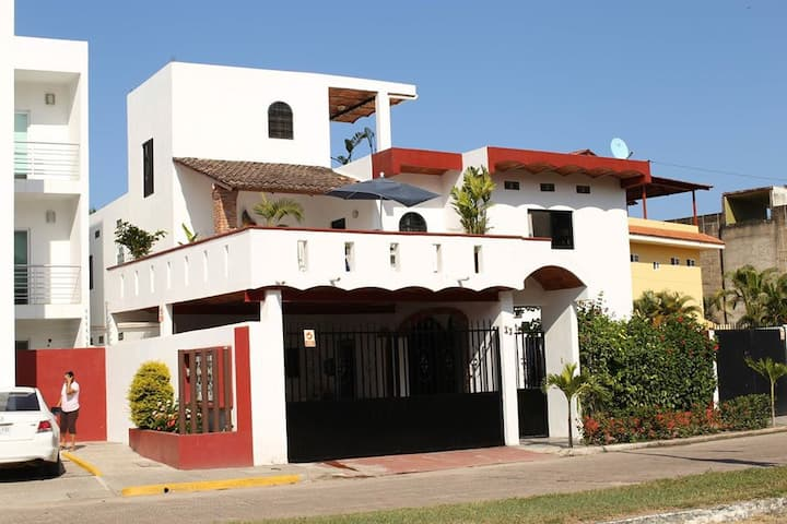 Casa Kimberley House is just steps to the beach