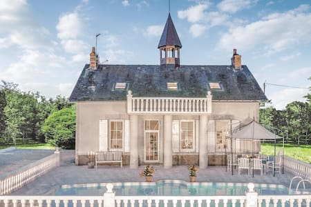 Holiday cottage with 7 bedrooms on 250m² in Ardentes